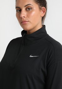 Nike Performance - W NK ELMNT TOP HZ PLUS - Sports shirt - black/reflective silver - 4