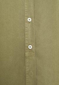 Marc O'Polo - BLOUSE LONG SLEEVE - Skjortekjole - dried sage - 2