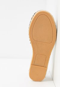 New Look Wide Fit - WIDE FIT MAJESTY - Espadryle - black - 4