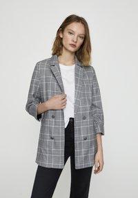 PULL&BEAR - Krátký kabát - grey - 0