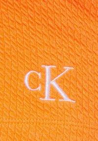 Calvin Klein Jeans - SLUB CROPPED STRAPPY - Top - shocking orange - 2