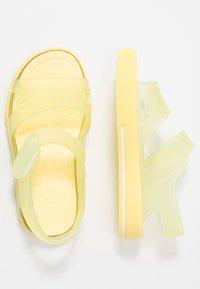 IGOR - MALIBU - Sandały kąpielowe - amarillo - 0