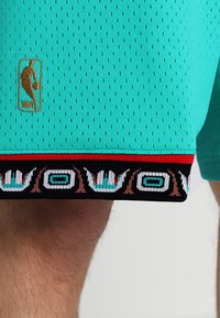 Mitchell & Ness - NBA SWINGMAN VANCOUVER GRIZZLIES - Sports shorts - teal - 3