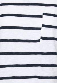 Marks & Spencer London - POCKET STRPE - Camiseta estampada - white - 2