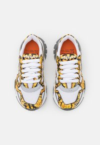 Versace - Trainers - black/gold/white - 3