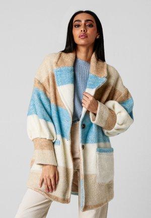 VIOLA - Classic coat - beige/blau