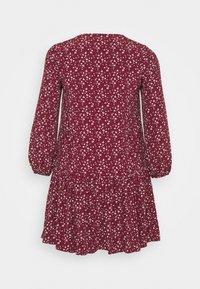 Glamorous Curve - VNECK SMOCK DRESS - Day dress - maroon ditsy - 1