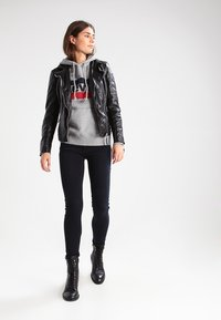 Levi's® - GRAPHIC SPORT - Mikina s kapucí - smokestack heather - 1