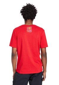Timberland - T-shirt med print - barbados cherry - 1