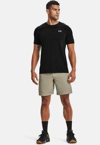 Under Armour - SEAMLESS SS - Print T-shirt - black - 1