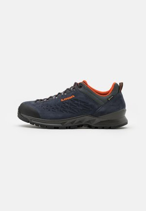 EXPLORER GTX LO - Hiking shoes - navy/orange