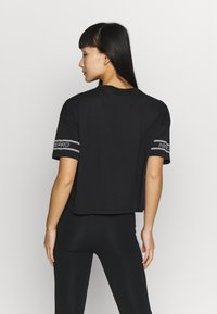Nike Performance - Camiseta estampada - black/white - 2