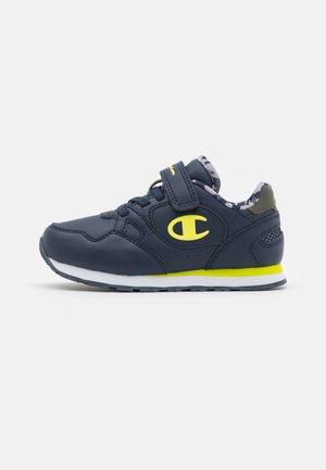 LOW CUT SHOE RR CHAMP UNISEX - Chaussures d'entraînement et de fitness - navy/yellow/green