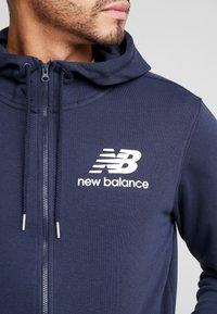 New Balance - ESSENTIALS STACKED FULL ZIP HOODIE - Zip-up hoodie - eclipse - 6