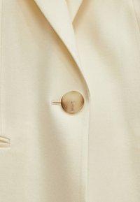 Massimo Dutti - MIT EIN-KNOPF-VERSCHLUSS - Short coat - beige - 6