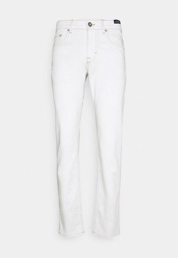 MITCH - Slim fit jeans - white