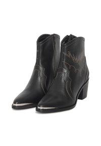 ICHI - Cowboy/biker ankle boot - black - 3
