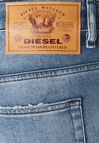 Diesel - D-FAYZA - Relaxed fit jeans - medium blue - 2
