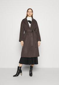 Bruuns Bazaar - SALLIE JEZZE COAT - Klassinen takki - earth brown - 0