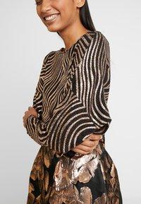 Dorothy Perkins - SWIRL BATWING - Langærmede T-shirts - bronze - 3