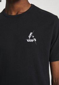 Junk De Luxe - SKETCH ARTWORK TEE - Print T-shirt - black - 5