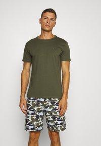 Tommy Hilfiger - WOVEN SET PRINT - Pyjamas - green - 0