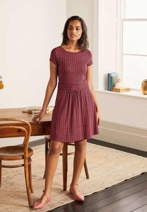 AMELIE  - Jersey dress - kirschrot, chevron-twist