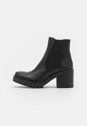 COSMO - Platform-nilkkurit - calf/mate black