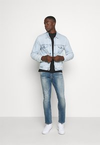 Tommy Jeans - RYAN RELAXED STRAIGHT - Jeans straight leg - portobello mid blue comfort - 1