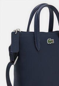 Lacoste - SHOPPING CROSS BAG - Handbag - penombre - 3