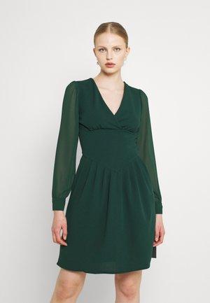 BELLA SLEEVE SKATER DRESS - Sukienka koktajlowa - emerald green