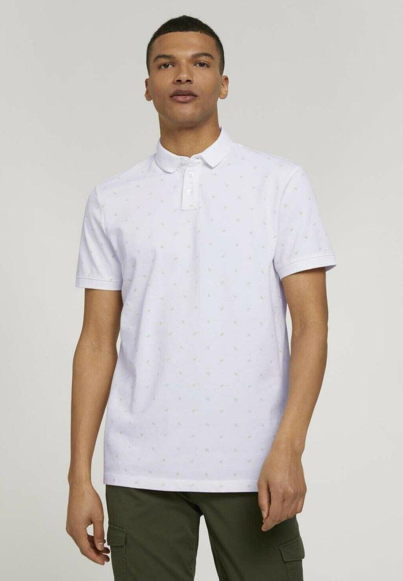 TOM TAILOR DENIM - Polo shirt - white mini palm leaf print