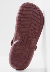 Crocs - Chanclas de baño - burgundy - 4