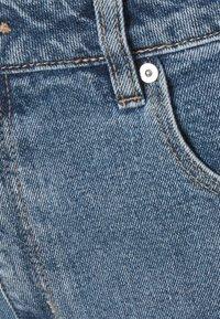 Abrand Jeans - A CLAUDIA CUT OFF - Shorts di jeans - georgia - 5