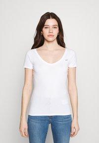 Hollister Co. - 3 PACK - Print T-shirt - white/mellow yellow/b25 - 5