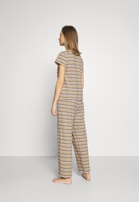 Monki - TAMRA - Pyjama set - beige/candy - 2