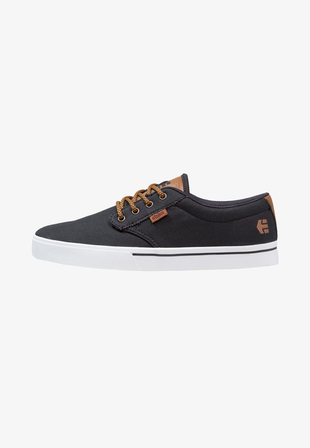 JAMESON ECO - Obuwie deskorolkowe - navy/tan/white
