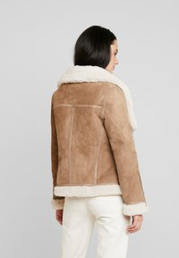 AllSaints - HARLOW SHEARLING - Leather jacket - toffee/ecru white - 2