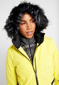 Ziener - TOYAH LADY - Ski jas - yellow power - 6