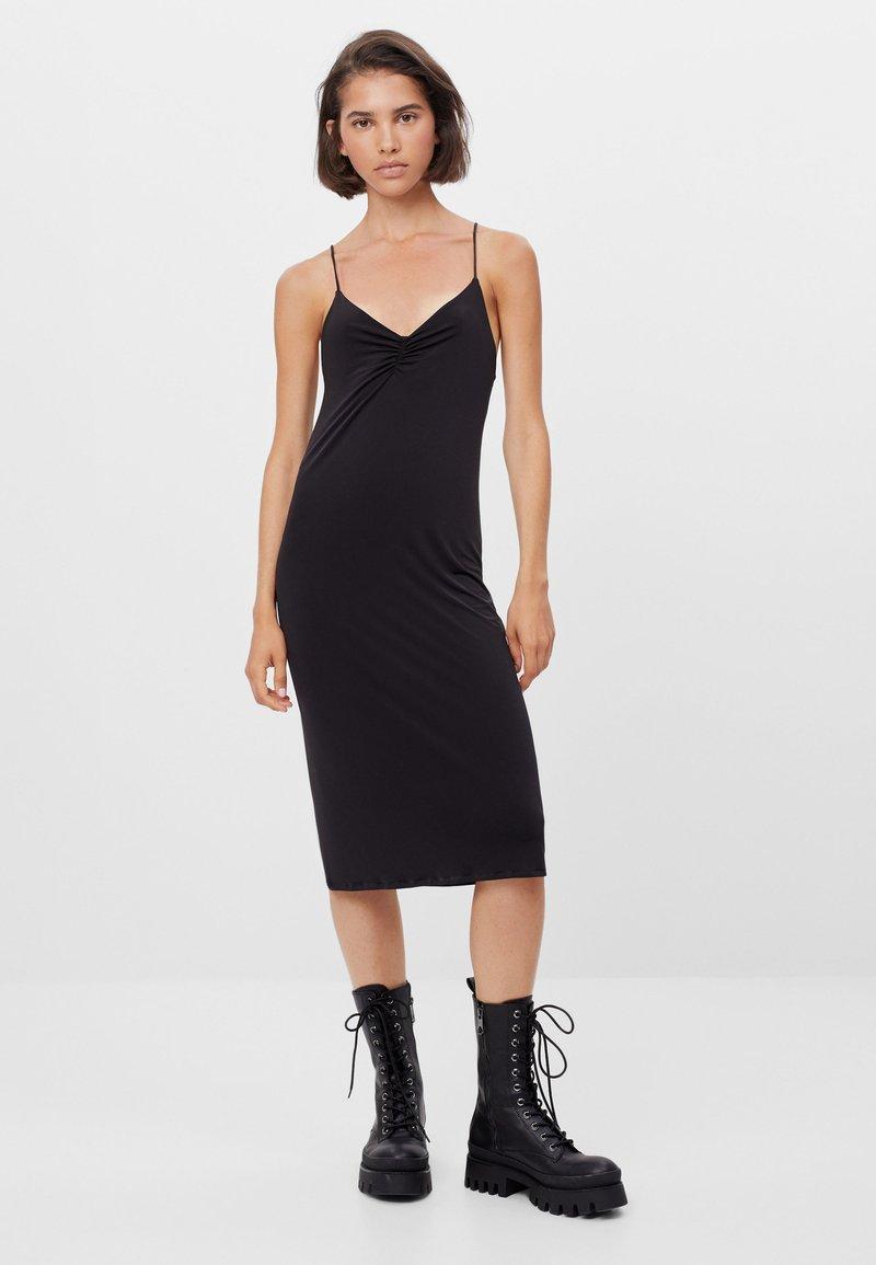 Bershka - Pouzdrové šaty - black