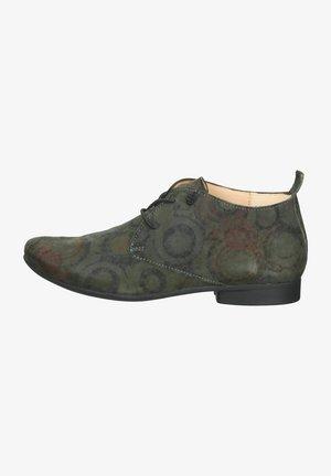 Sznurowane obuwie sportowe - cemento