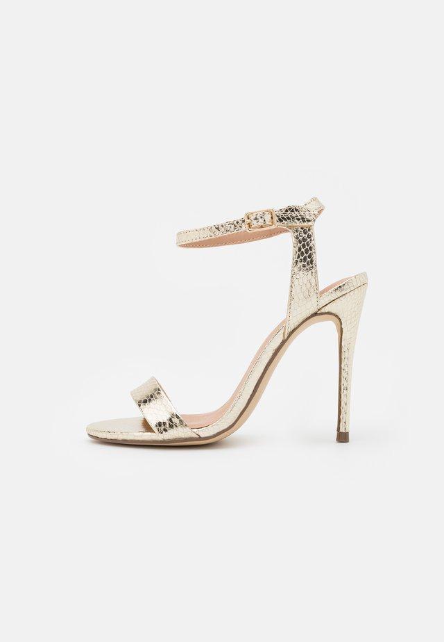 URBAN METALLIC  - Sandalen met hoge hak - gold