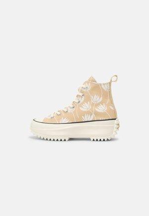 RUN STAR HIKE - Sneakersy wysokie - sesame/egret/black