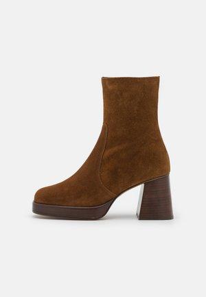 BRIGAND - Platform ankle boots - croute cognac