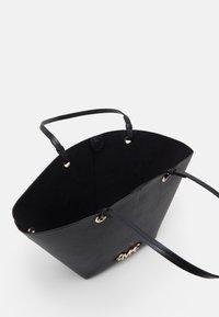 MICHAEL Michael Kors - IZZY FAN TOTE SET - Handbag - black - 3