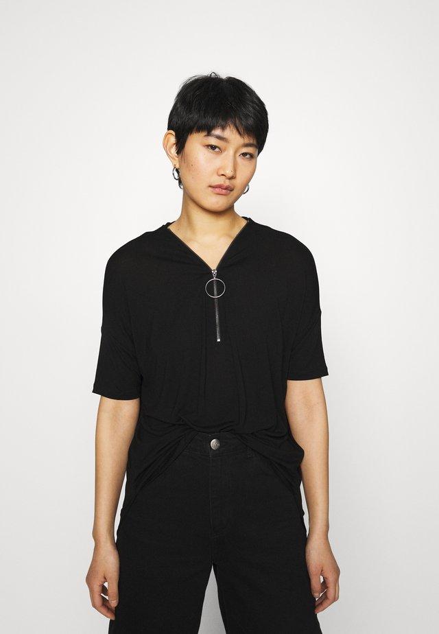 TOP VICKI ZIP SOLID - Print T-shirt - black