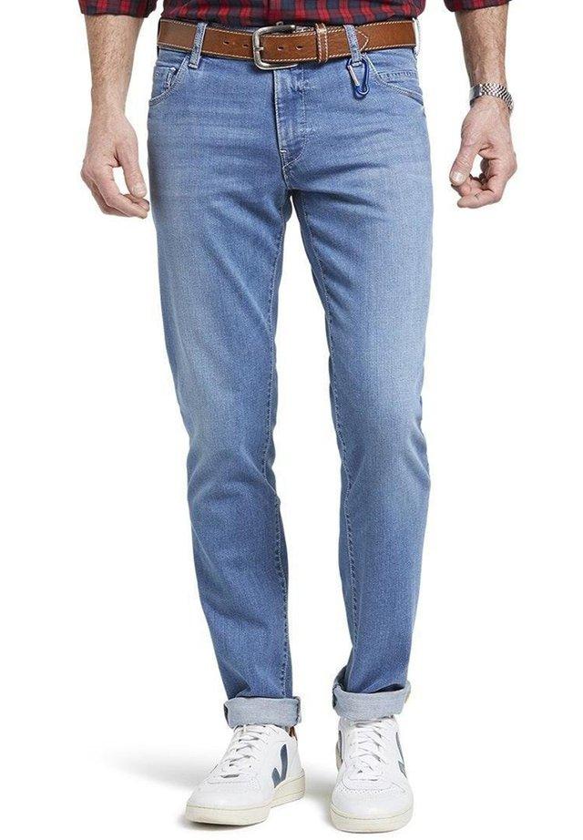 Slim fit jeans - 15