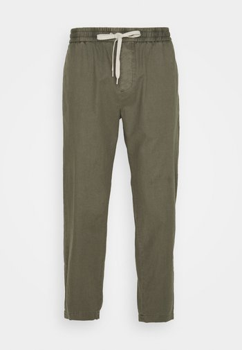 WAYLAND TROUSER - Trousers - trench green