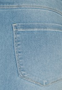 ONLY - ONLROYAL BIKE - Jeansshorts - light blue denim - 6