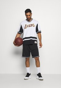 Mitchell & Ness - NBA LOS ANGELES LAKERS FINAL SECONDS - Article de supporter - black/white - 1